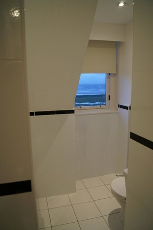 The Marine Hotel: Bathroom roof with a glimpse of the view