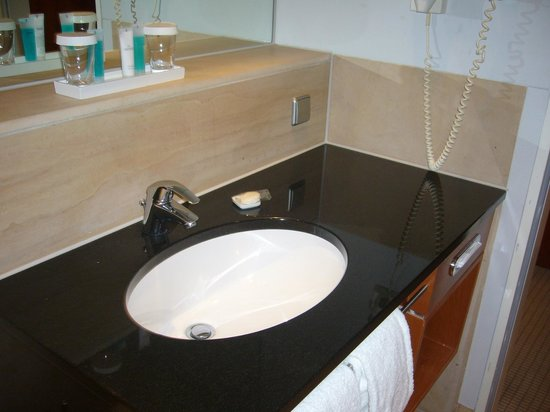 Dorint Main Taunus Zentrum : Salle de bains