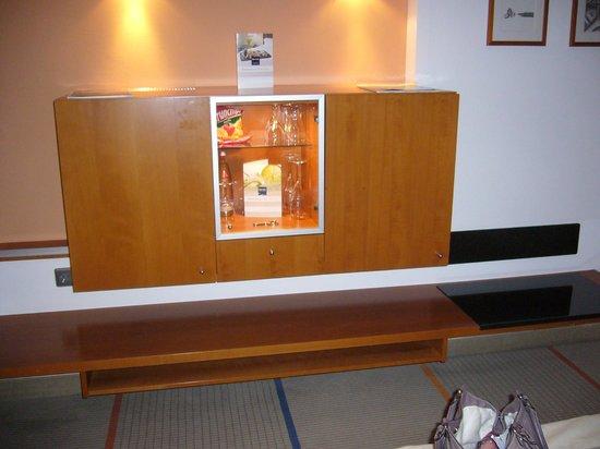 Dorint Main Taunus Zentrum : Mini Bar