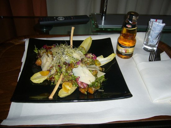 Dorint Main Taunus Zentrum: Repas dans la chambre