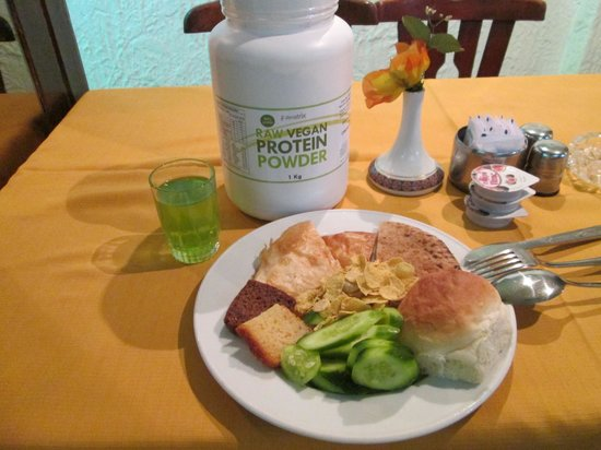 Pharaohs Hotel & Casino: Breakfast, supplemented by my own protein powder.