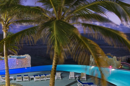 Oyster Bay Beach Resort: Pool View