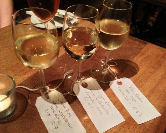 Stravaigin: Classic Whites wine flight