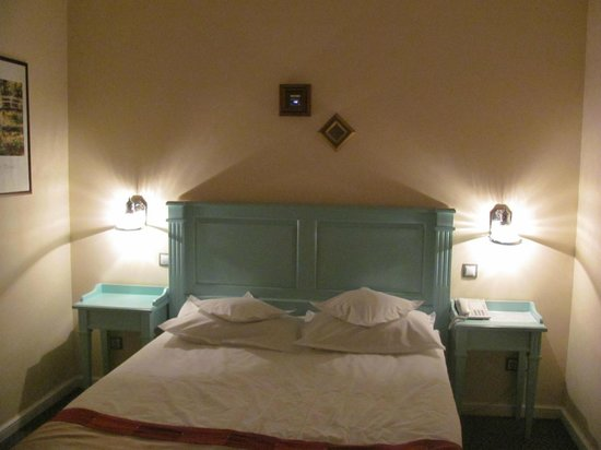 Bastion Hotel: The room