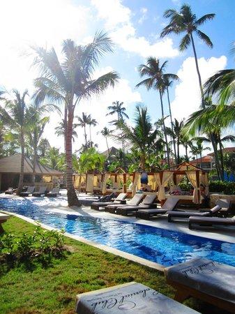 Majestic Colonial Punta Cana: Vue sur le pool bar du Club Colonial, de notre chambre.