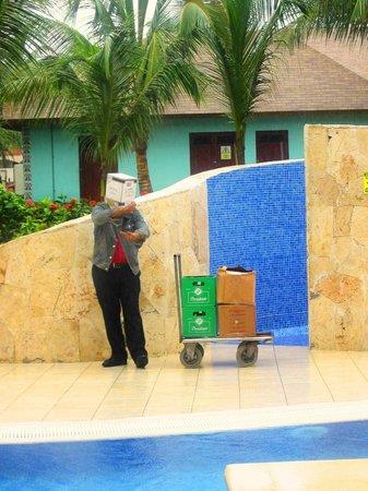 Majestic Colonial Punta Cana: hihihih!!!! journée de pluie, il faut protéger notre brushing:)