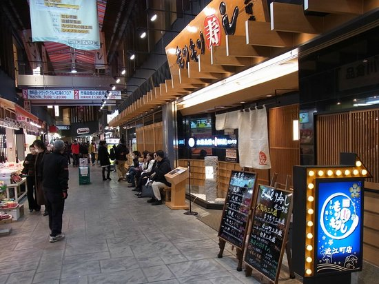 Kanazawa, Japón: 近江町市場の寿司屋