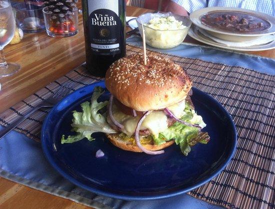 La Joya: Deluxe organic burger