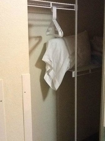 Extended Stay America - Des Moines - West Des Moines: Closet