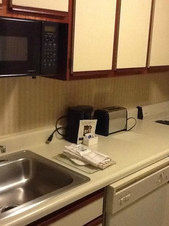 Extended Stay America - Des Moines - West Des Moines: Kitchen