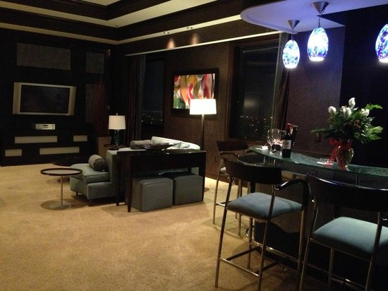IP Casino Resort: Hotel suite living/bar area