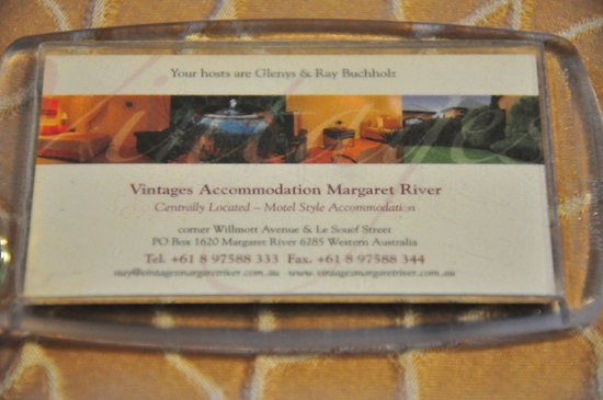 Vintages Accommodation: Huge keys to remind you.
