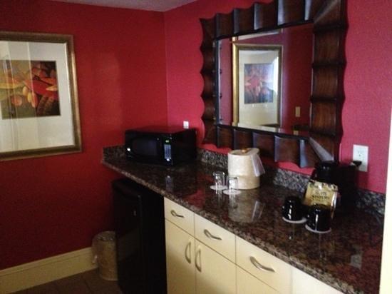 Rosen Centre Hotel: VIP suite kitchenette
