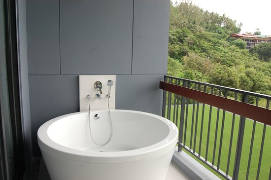 Foto Hotel : Balcony bath tub