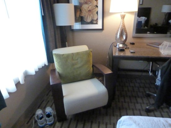 Soaring Eagle Waterpark and Hotel: 1 chair inside room