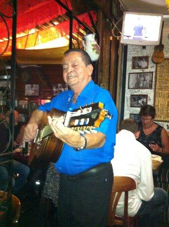 Tango Tapas : En skönsjungande gitarrspelande spanjor!!