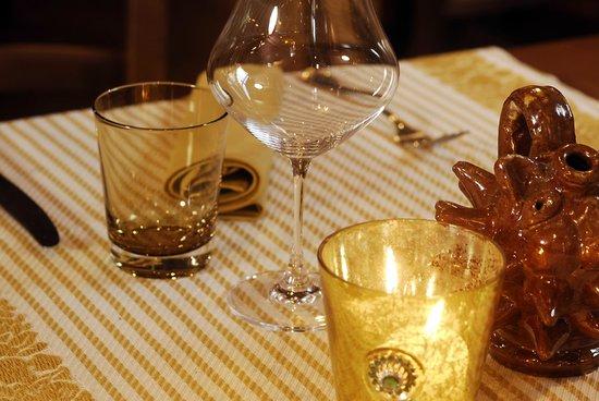 Locanda del Molino: dettaglio tavolo ristorante