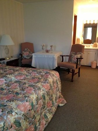 Colonial Brick Inn & Suites: The suite at Colonial Brick Inn.