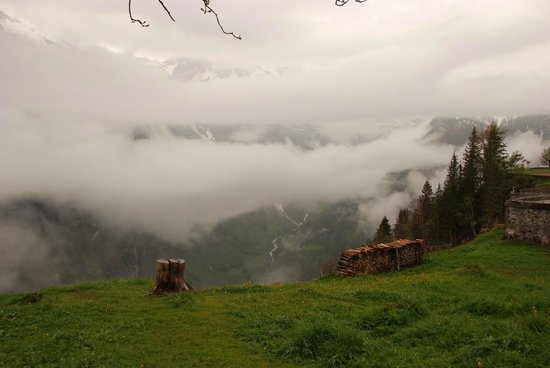 Eiger Guesthouse: Clouds add drama to the view