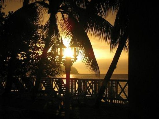 Villa Beach Cottages : Sunset from the Deck