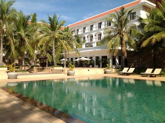 Lotus Blanc Resort: garden and pool view