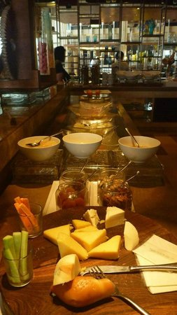 Piccadily Hotel: morning buffet