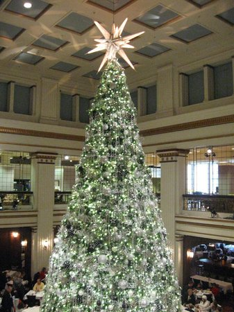 Christmas Tree in the Walnut Room - Picture of Macy's on State ...