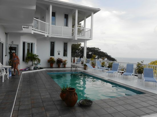 The Inn On The Bay: Vue de la piscine 2