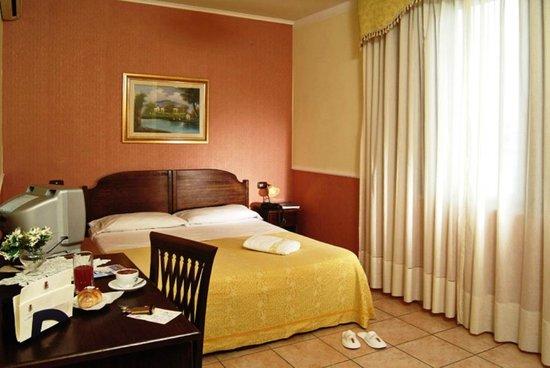 Green Park Hotel : CAMERA