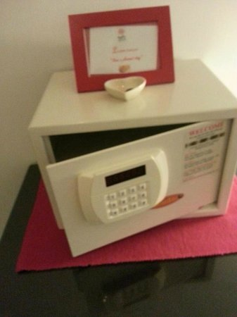 LOFT Malacca Guesthouse & Fusion Cafe: Digital Safety Box in every guest rooms.
