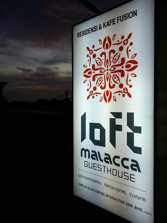 LOFT Malacca Guesthouse & Fusion Cafe: Sunset view from the sign board of Loft Malacca