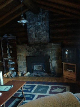 Loon Lake Lodge: Livingroom Fireplace