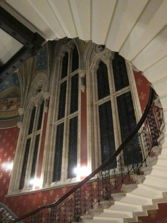 St. Pancras Renaissance Hotel London: Small segment of Magnificient Staircase