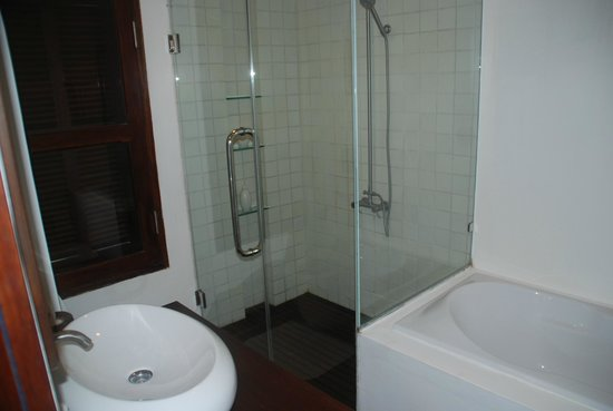 Victoria Xiengthong Palace: bathroom