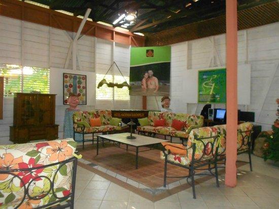 Hacienda Guachipelin: hotel lobby