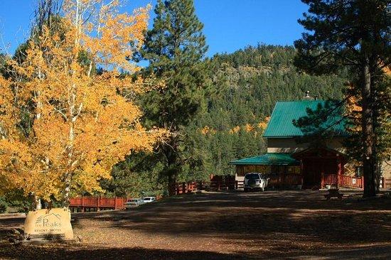 The Greer Peaks Lodge: The Lodge in Fall