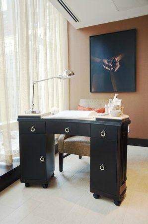 Miraj Hammam Spa by Caudalie: Relax in our Manicure Room
