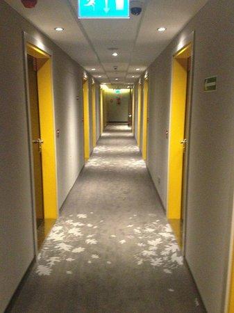 PURO Hotel: Corridor