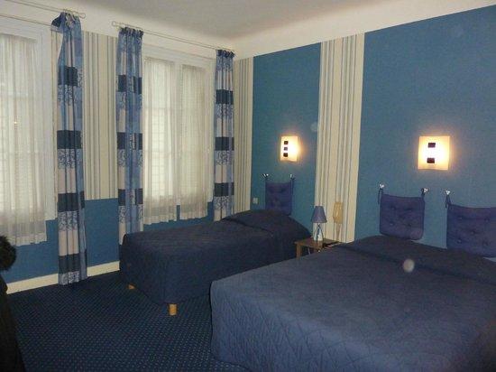 Hotel Colbert: Front room
