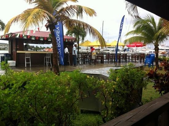Rodney Bay Marina: bar at cafe Ole