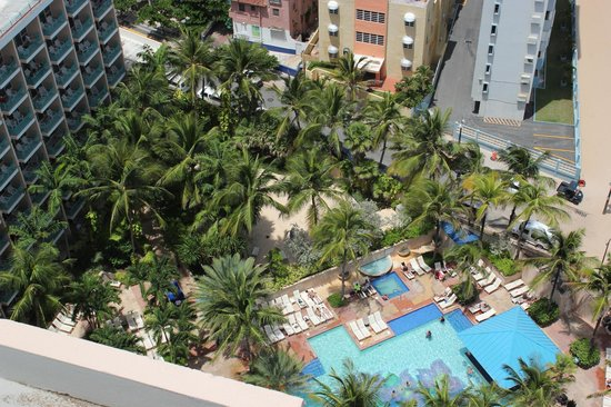 San Juan Marriott Resort & Stellaris Casino: Cabana tower and pool