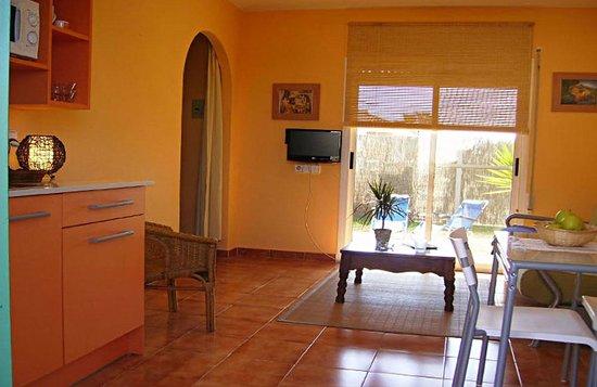 Casablanca El Petit Hotel: Apartamento Papaya. Salon-estar-comedor