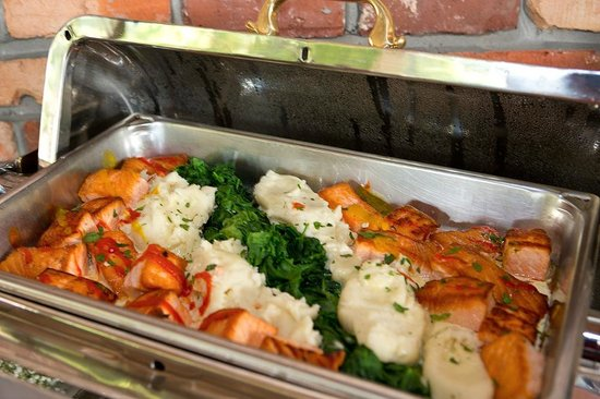Mohawk House: Pan seared Scottish salmon, potato puree, baby spinach, lemon beurre blanc