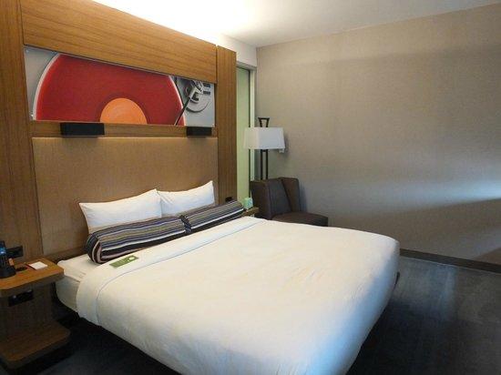 Aloft Phoenix-Airport: King bed room