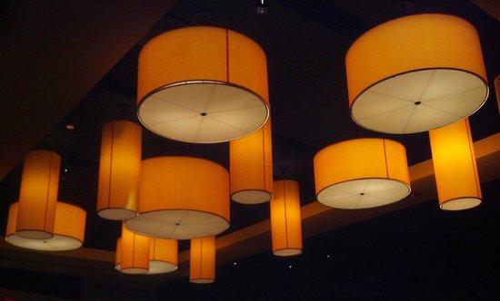 Houlihan's: Very upscale lighting
