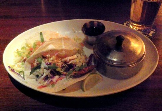 Houlihan's: Try the tacos!
