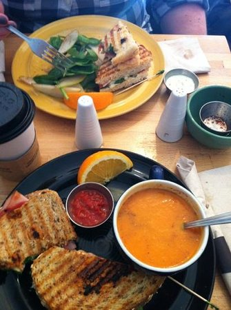 Harvest Cafe : BLT & Grilled Cheese