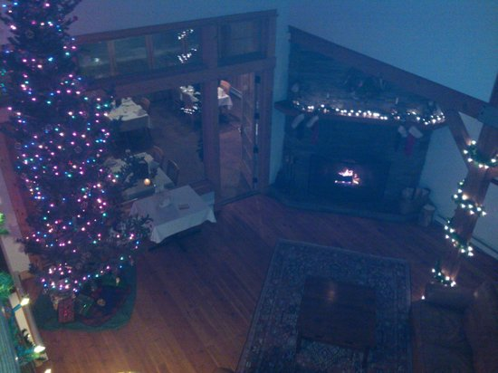 Gallatin River Lodge: View of great room and open fireplace (and lovely Christmas decor)
