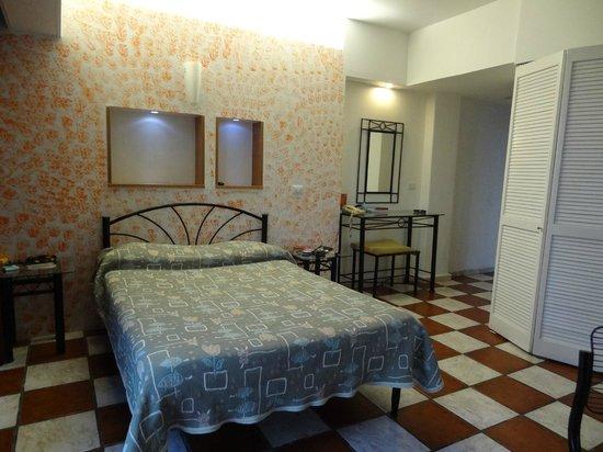 Apartamentos-Hotel Avilla: La partie chambre