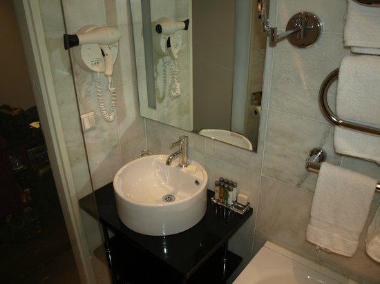 Elite Hotel Stockholm Plaza: Badezimmer